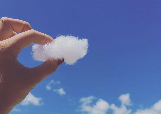 Bulgăreala cu bucăți de nori